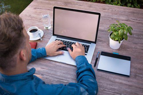 הפרת חוזה עבודה מצד המעסיק או מצד העובד