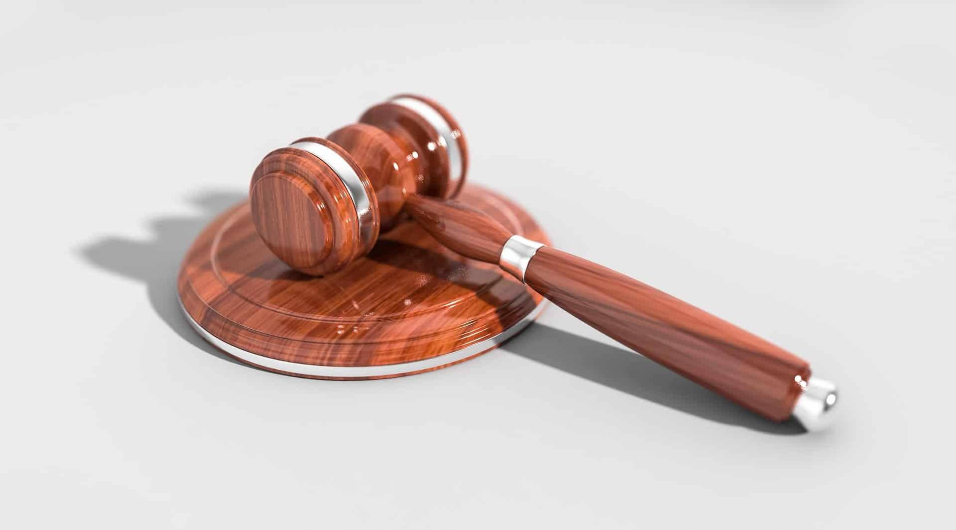 הגשת תביעה ללא עורך דין